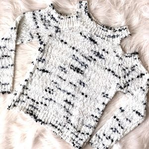 Design Lab Cold-Shoulder White Chunky Knit Top